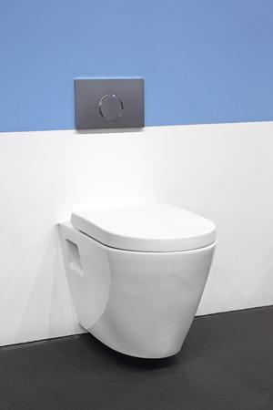 toilet seat: Contemporary Ceramic Toilet Seat in Bathroom