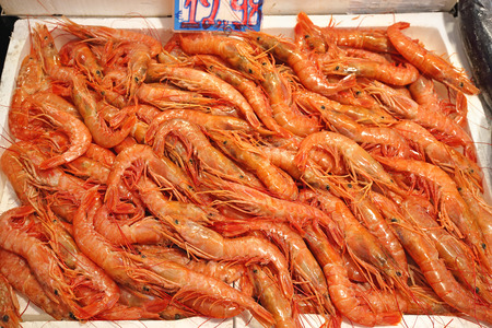 prawn: Bunch of Prawns in Crate at Fish Market Stock Photo