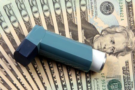 vals geld: Inhaler gebruikt voor de behandeling van astma dan geld