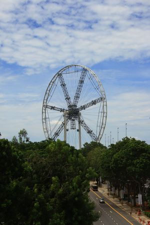 marry go round: Giant wheel work in progress, this will going to be the highest Marry Go Round in South East Asia.