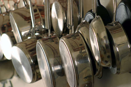 cookware: Hanging Pots and Pans 4 - Neat and orderly Residential kitchen Stock Photo