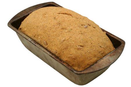 avena en hojuelas: El aumento de Pan calurosa - close-up - Multi grano unbaked pan casero. 100% de ingredientes ecol�gicos: todo el trigo, alforf�n, centeno y harina de cebada, ajonjol� y semillas de girasol, copos de avena, melaza, sal gema, levadura y agua
