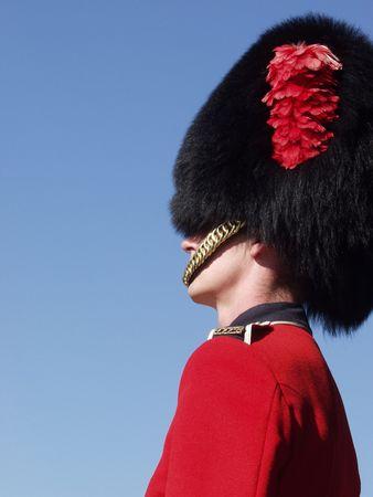 batallon: Un miembro de la Real de Canad� 22o Regimiento de guardia est� a las puertas de la Ciudadela en el Viejo Quebec City, Quebec, Canad�.