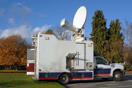 journal t�l�vis�: Un camion du nord de nouvelles de lAm�ricain TV en automne.