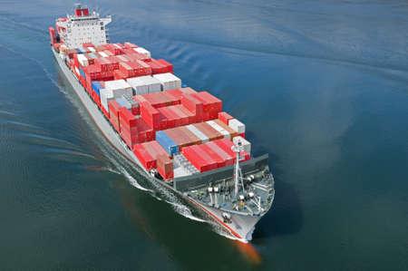 containerschip: Een lucht foto van een container schip. Stockfoto