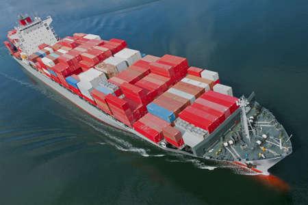 containerschip: Een luchtfoto van een containerschip. Stockfoto
