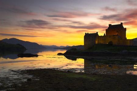 highlander: Castillo de Eilean Donan al atardecer