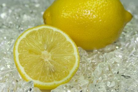 cidra: lim�n fresco en el hielo fr�o Foto de archivo