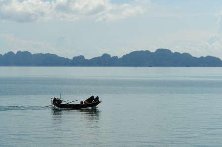 ha: Small boat in Ha Long Bay