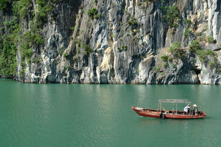 ha: Small boat in Ha Long Bay