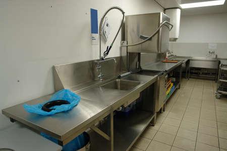 cocinas industriales: Profesional dishwahing l�nea  Foto de archivo