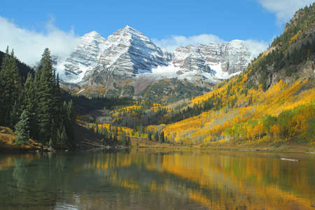 Maroon Bells, Maroon Lake, autumn Stock Photo - 266000
