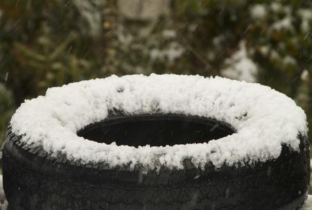 tyre tread: snow tire