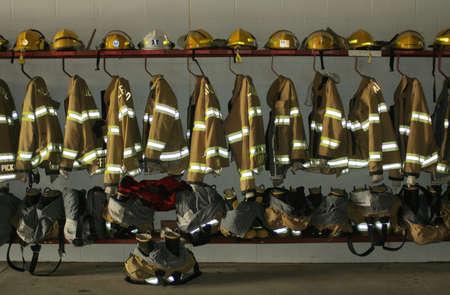 anticiparse: bombero vestido; Milford, Nebraska  Foto de archivo