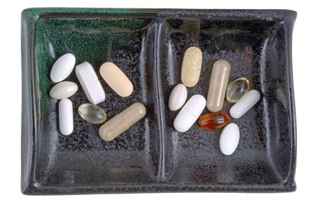 doses: Dagelijkse dosis voor hem en haar (12MP camera, geïsoleerde macro), in een elegante keramische schotel.