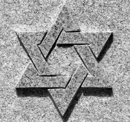 stella di davide: Immagine in bianco e nero della stella di Davide sulla pietra