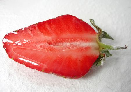 fruit eater: Strawberry was sprinkled with icing sugar to get a gleamy juice