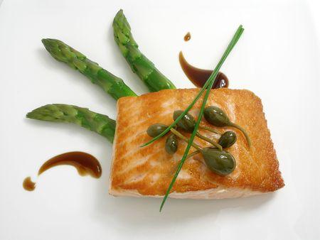 c�pres: Panfried saumon aux asperges et c�pres  Banque d'images