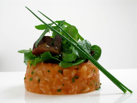chives: Salmon tartar with salad and  chives