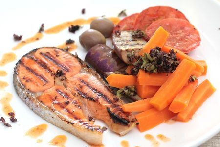 seared: Pan seared salmon served with brinjal, carrots, sliced tomatoes and white wine