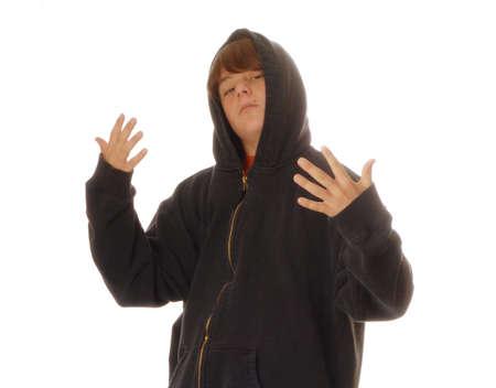 pandilleros: joven adolescente Hoodie usar gestos para luchar contra - mat�n