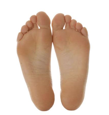 pied jeune fille: pieds de taille adulte isol�s sur fond blanc
