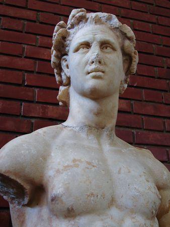 statue grecque: Classique statue grecque d'un jeune homme Banque d'images