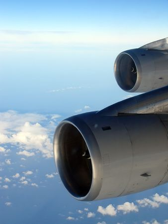 747 400: Motori di un Boeing 747-400 Pi� di un cielo nuvoloso Oceano Indiano