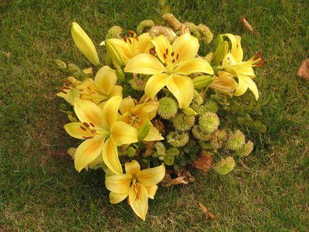 sconosciuto: Autunno mazzo di fiori presso la tomba di l'ignoto.