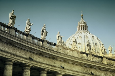 basilica of saint peter: The Papal Basilica of Saint Peter in the Vatican seen from Saint Peters Square. Editorial