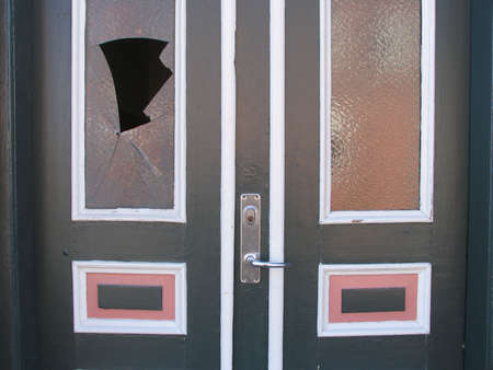 home destruction: Door with broken glass - Vandalism or burglary?