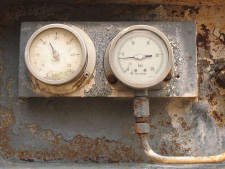 ammonia: Visto en un viejo cami�n cisterna en mal estado con amon�aco. Seguro ....?