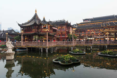 garden features: Shanghai chenghuang temple Editorial