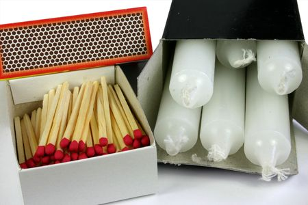 cerillos: Partidos y velas en caso de emergencia o corte del servicio el�ctrico kit