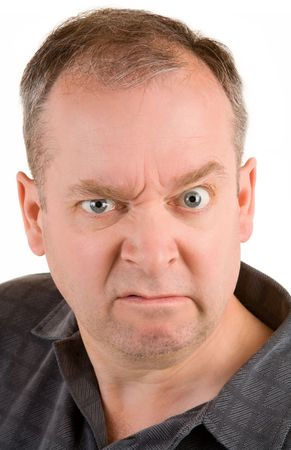 grumpy: Portret van een norse man van middelbare leeftijd.