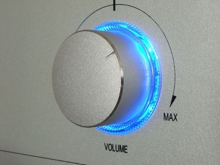 shortwave: close-up of the tuning disk with the blue highlight