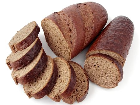 rye bread slices and halves of loaves