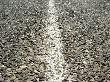 mediaan: oude asfalt weg met mediaan strippen