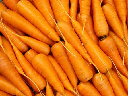 marchew: świeże przycięte marchew jako tło