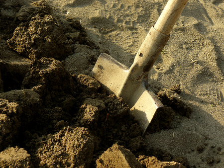 gripe: shovel in the ploughed ground