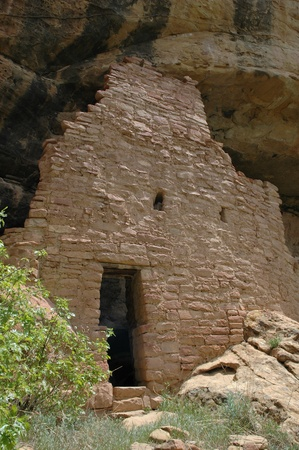 dwelling: ancient cliff dwelling at mesa verde national park Stock Photo