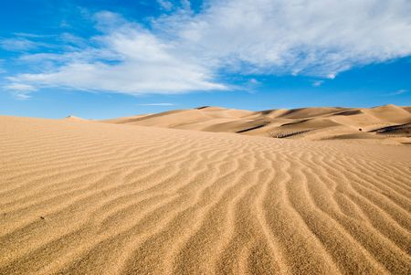 desierto: Colorado grandes dunas de arena del parque en un d�a de verano a principios  Foto de archivo