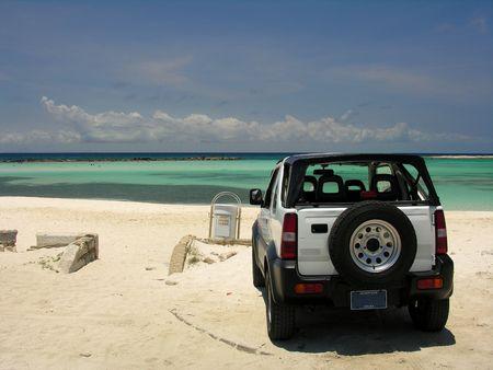 isla: A car parking on  Beach  Aruba