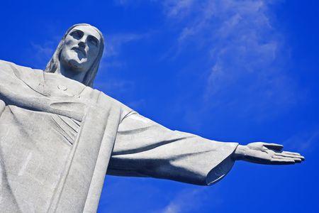 amerique du sud: Le Christ le R�dempteur sur la montagne de Corcovado, Rio de Janeiro Br�sil Am�rique Du sud la statue tient 38 m (125 pieds) de grand et est situ� � la cr�te de la montagne de 710-m (2330-foot) Corcovado en parc national de for�t de Tijuca, donnant sur la ville. Comme wel �ditoriale