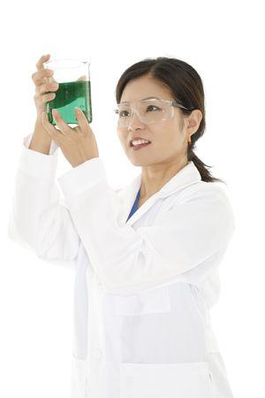 tecnico laboratorio: Beautiful t�cnico de laboratorio de Asia el estudio de un vaso de l�quido