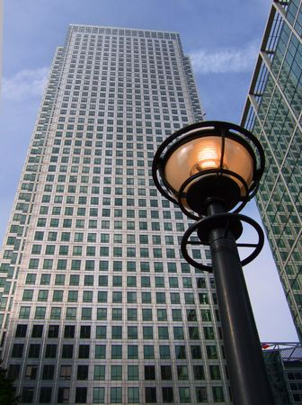 1 Canada Square in Londons Canary Wharf, with lamp photo