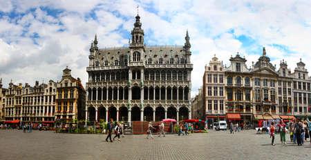 belgie: BRUSSEL - JUNI 08: Weergave van de Grote Markt op juni 08, 2010 at Grote Markt in Brussel, België.