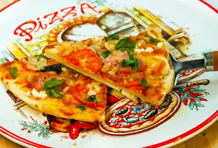 peper:  Italian  cuisine pizza with sausage, cheese, tomatoes