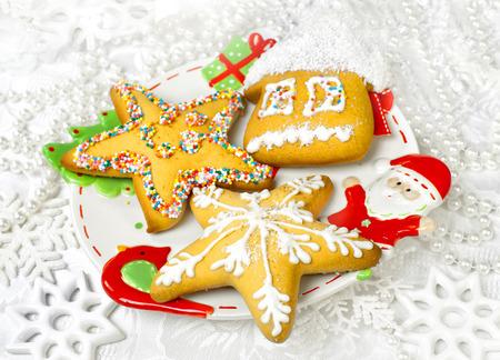 spicecake: Postre sabroso spice-cake en un d�a de fiesta y decoraci�n de Navidad