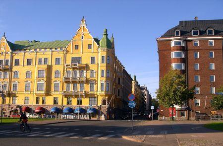 Calle del muelle de Helsinki en verano